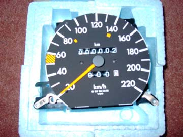 MERCEDES W124 SERIES SPEEDOMETER - KM/H
